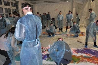 Gemeinsam macht Action Painting noch mehr Freude